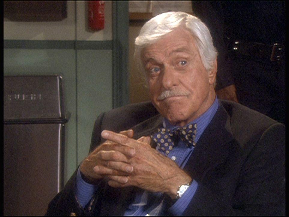 Als der Buchmacher Borachevsky ermordet wird, veredächtigt Mark (Dick Van Dyke) den spielsüchtigen Dr. Hodiak. - Bildquelle: Viacom