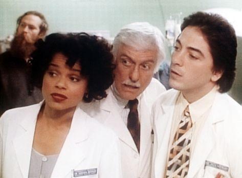 Diagnose: Mord - Amanda (Victoria Rowell, l.), Dr. Sloan (Dick Van Dyke, M.)...