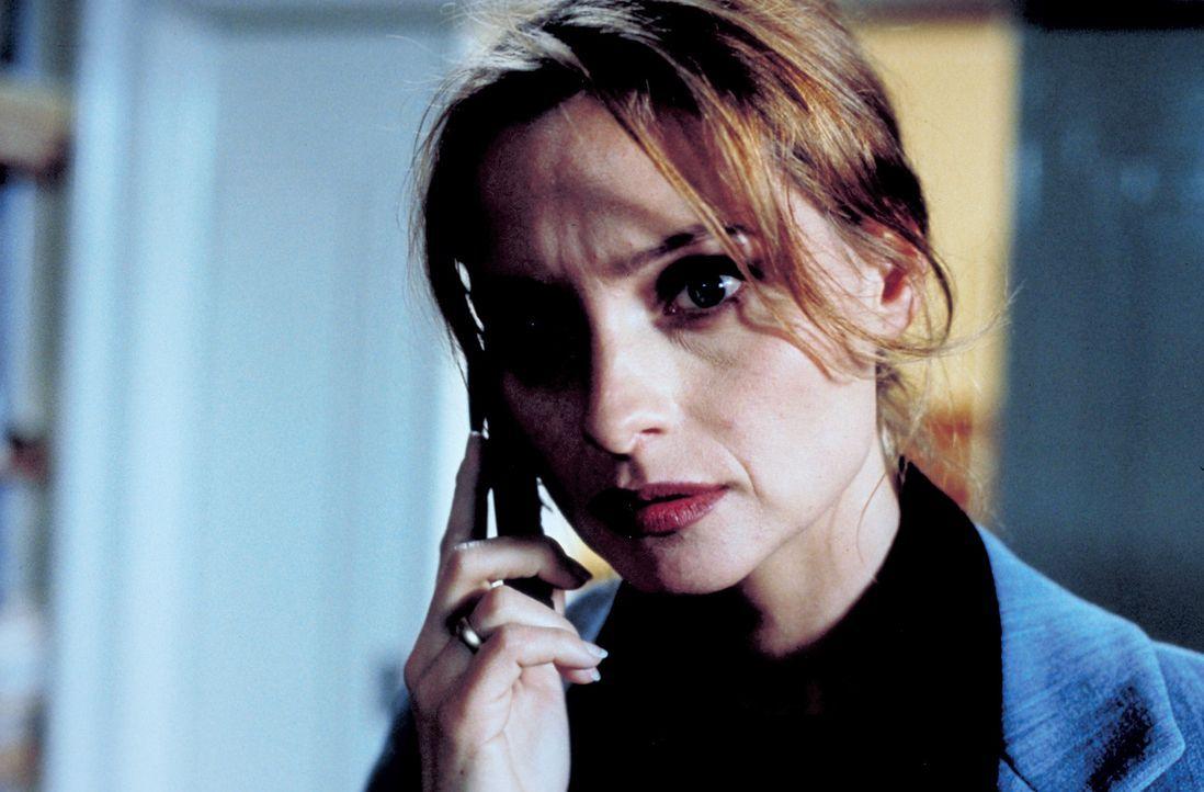 Im Laufe der Ermittlungen kommt Sylvie (Catherine Flemming) ein ungeheuerlicher Verdacht ... - Bildquelle: Katrin Knoke ProSieben