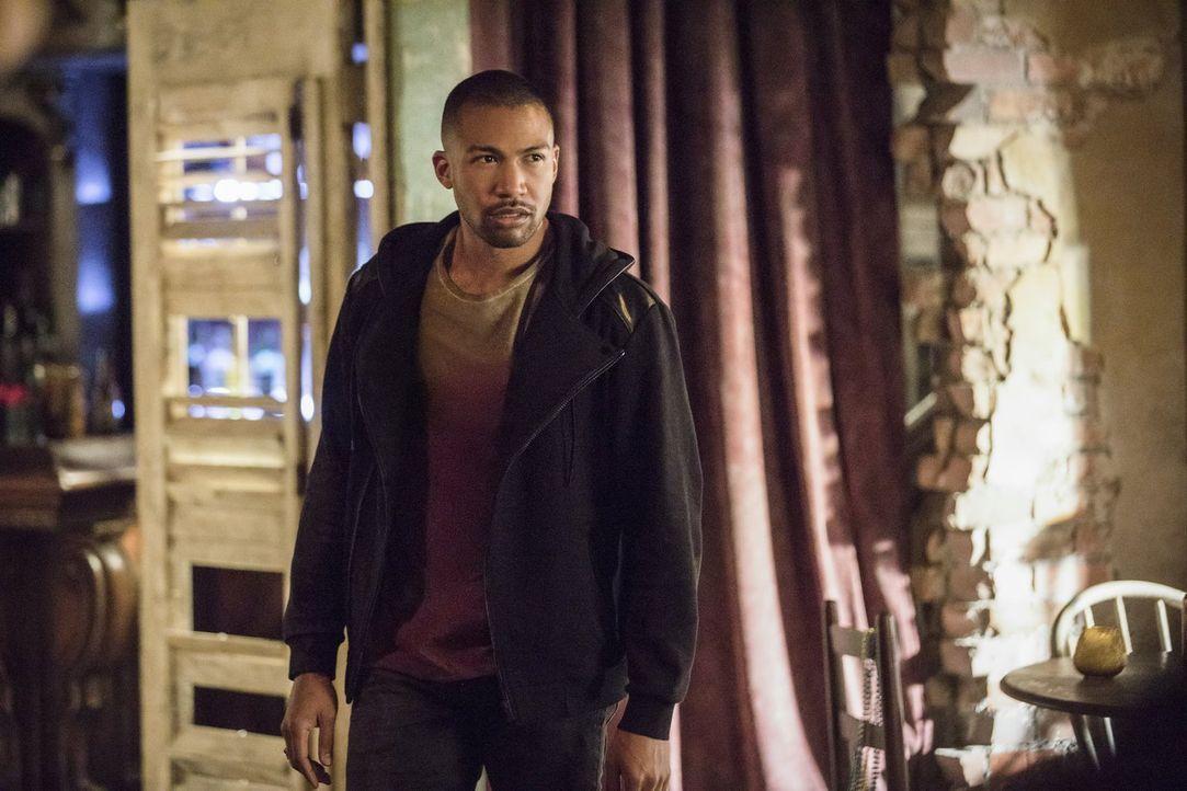 Während die Mikaelsons Elijah mit allen Mitteln zurückbringen wollen, sucht Marcel (Charles Michael Davis) nach einem Weg, um Sofya zu retten ... - Bildquelle: 2016 Warner Brothers