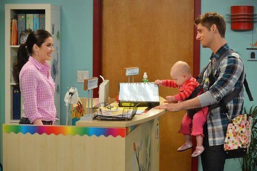Baby Daddy - Ben (Jean-Luc Bilodeau, r.) muss dringend einen Kindergarten für...