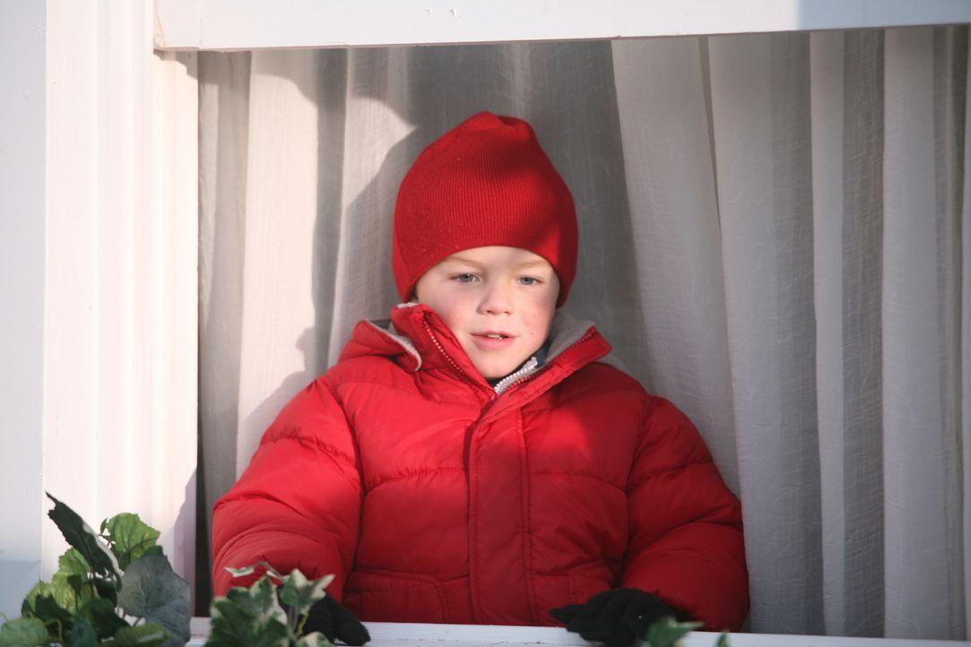 Kurz vor Weihnachten quält Dennis (Maxwell Perry Cotton) nur eine Frage: Was soll er seinem Nachbarn, Mr. Wilson, schenken ... - Bildquelle: Warner Bros.