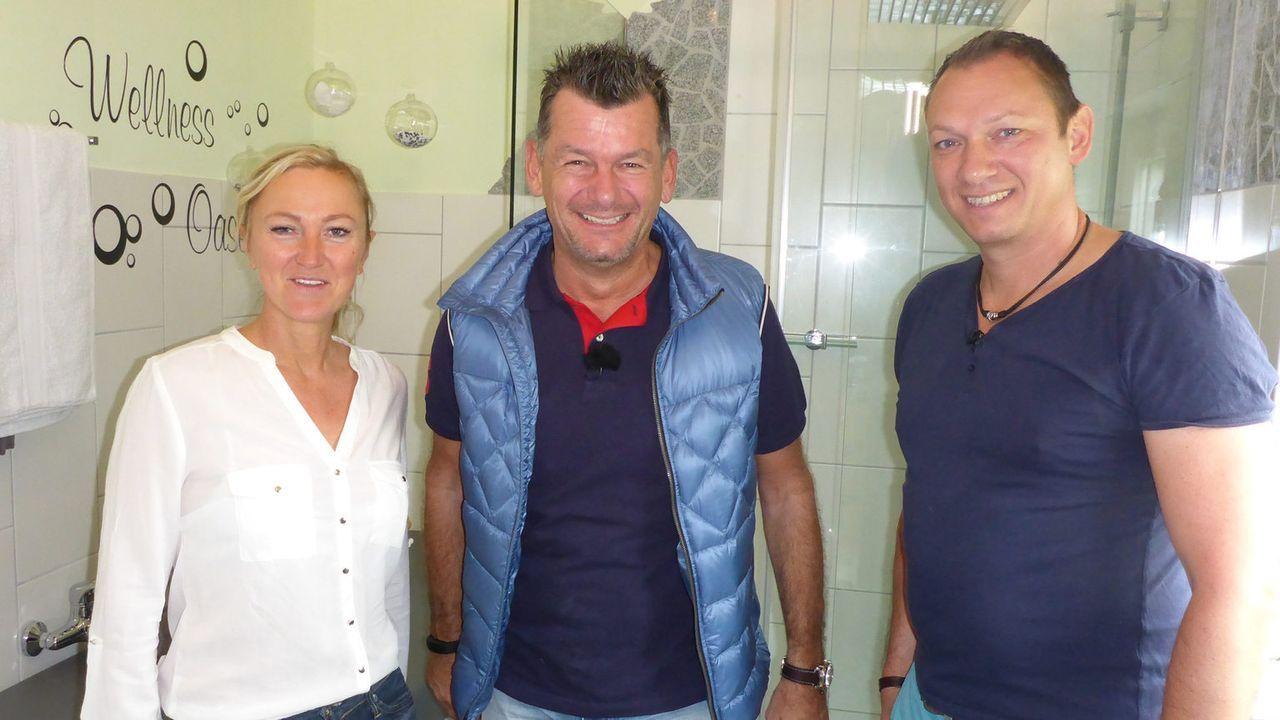 Wer wird es schaffen, Heimwerker-Experte Mark Kühler (M.) von seinen handwerklichen Fähigkeiten zu überzeugen: Ira Lamanna (l.) und Mario Busch (r.)... - Bildquelle: kabel eins