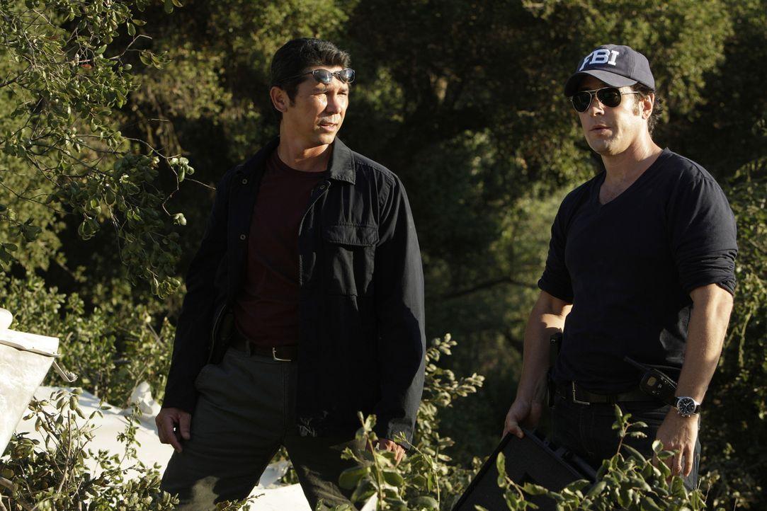 Ein neuer Fall bereitet Don Eppes (Rob Morrow, r.) und Ian Edgerton (Lou Diamond Phillips, l.) Kopf zerbrechen ... - Bildquelle: Paramount Network Television
