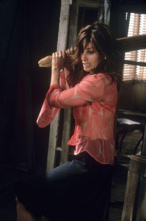 Ausgerechnet die sensible Florence (Gina Gershon) gerät hautnah mit den Gangstern aneinander ... - Bildquelle: Sony Pictures Television International. All Rights Reserved.