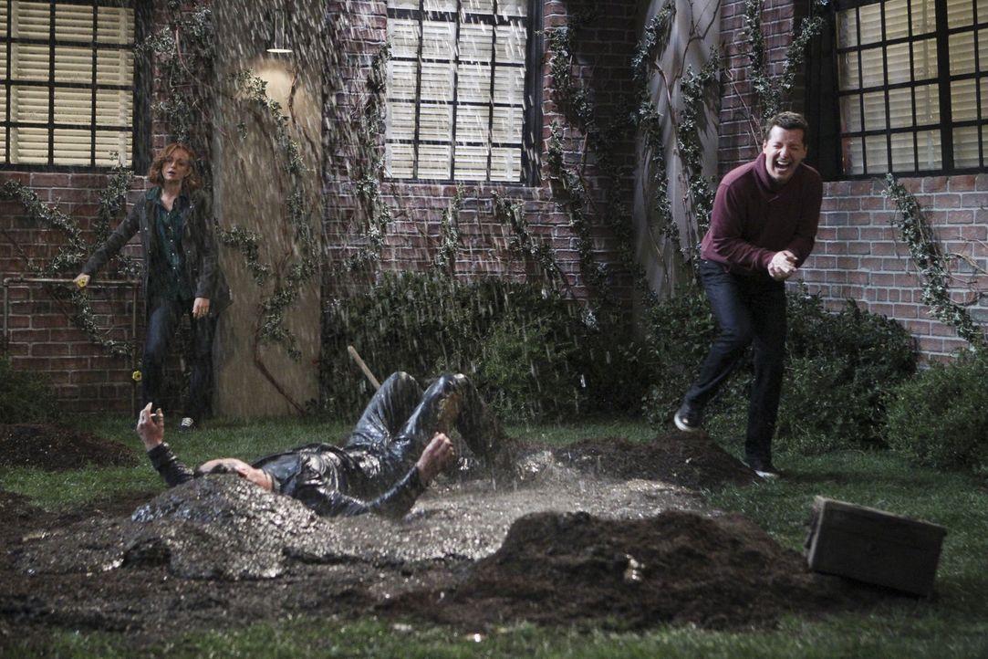 Was haben Nathan (Will Arnett, M.), Kip (Sean Hayes, r.) und Debbie (Jayma Mays, l.) vor? - Bildquelle: 2014 CBS Broadcasting, Inc. All Rights Reserved.
