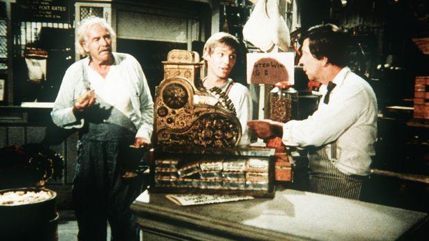 Auch Großvater Sam Walton (Will Geer, l.) und John-Boy (Richard Thomas, M.) h...