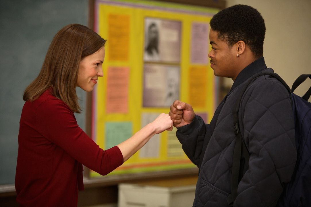 Wird in ein pädagogische Albtraumszenario geschmissen: die junge Lehrerin Erin Gruwell (Hilary Swank, l.). Marcus (Jason Finn, r.) kann sie schon b... - Bildquelle: Paramount Pictures