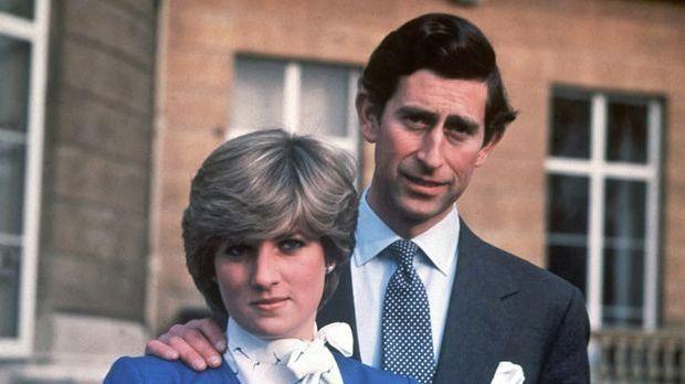 Dieses Bild zeigt Lady Diana mit ihrem Verlobten Prinz Charles im Jahr 1981.