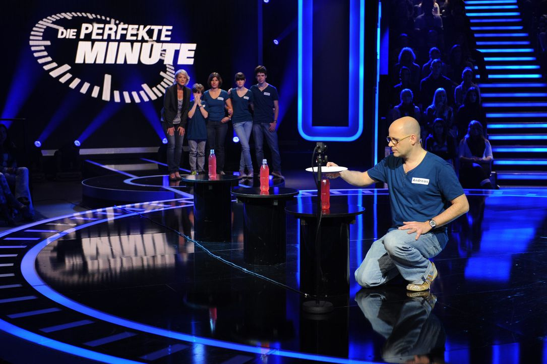Seine Familie hofft, dass er das Spiel für sich entscheiden wird: Andreas Fritsch ... - Bildquelle: Frank Hempel SAT.1