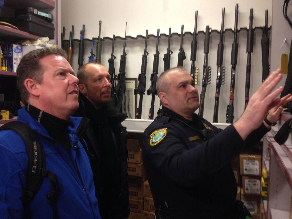 Die Kult-Cops Toto (l.) und Harry (r.) aus Bochum müssen bei diesem Einsatz ordentlich zittern: Für sie geht es in den nördlichsten Bundestaat der U... - Bildquelle: kabel eins
