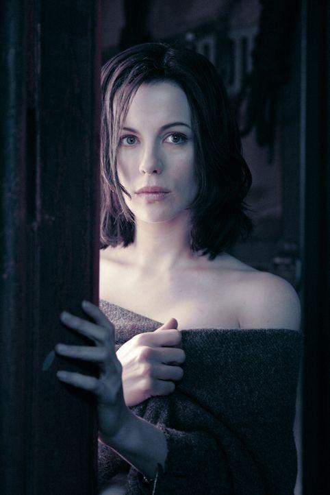 Seit Urzeiten ist die elitäre Gesellschaft der Vampire mit den streunenden Werwölfen bis aufs Blut verfeindet. Als sich die wunderschöne Vampirin Se... - Bildquelle: Sony Pictures Television International. All Rights Reserved.