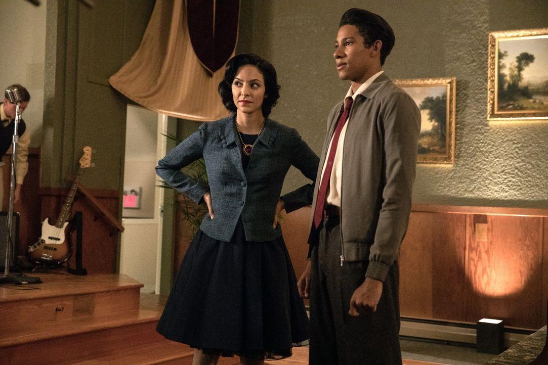 Zari (Tala Ashe, l.); Wally (Keiynan Lonsdale, r.) - Bildquelle: 2017 Warner Bros.
