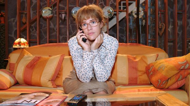 Lisa (Alexandra Neldel) merkt, als sie mit David telefoniert, dass sie weiter...