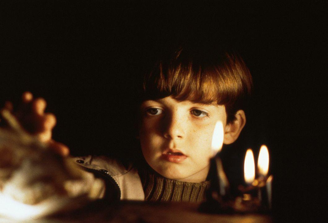 Bereits seit seiner frühesten Kindheit zeigt Dylans (Alex Roe) Verhalten große Auffälligkeiten. Eines Tages kommt ein kleines Mädchen beinahe zu... - Bildquelle: Constantin Film AG