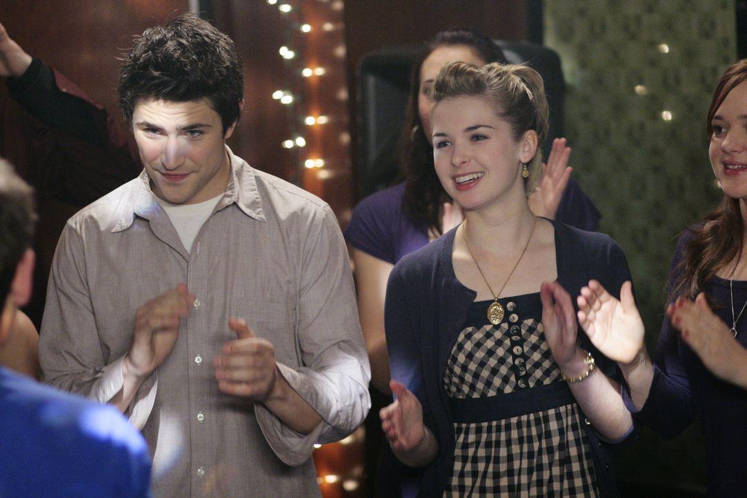 Der Schulball ist ein voller Erfolg: Kyle (Matt Dallas, l.) und Amanda (Kirsten Prout, r.) genießen ihr erstes gemeinsames Date ... - Bildquelle: TOUCHSTONE TELEVISION