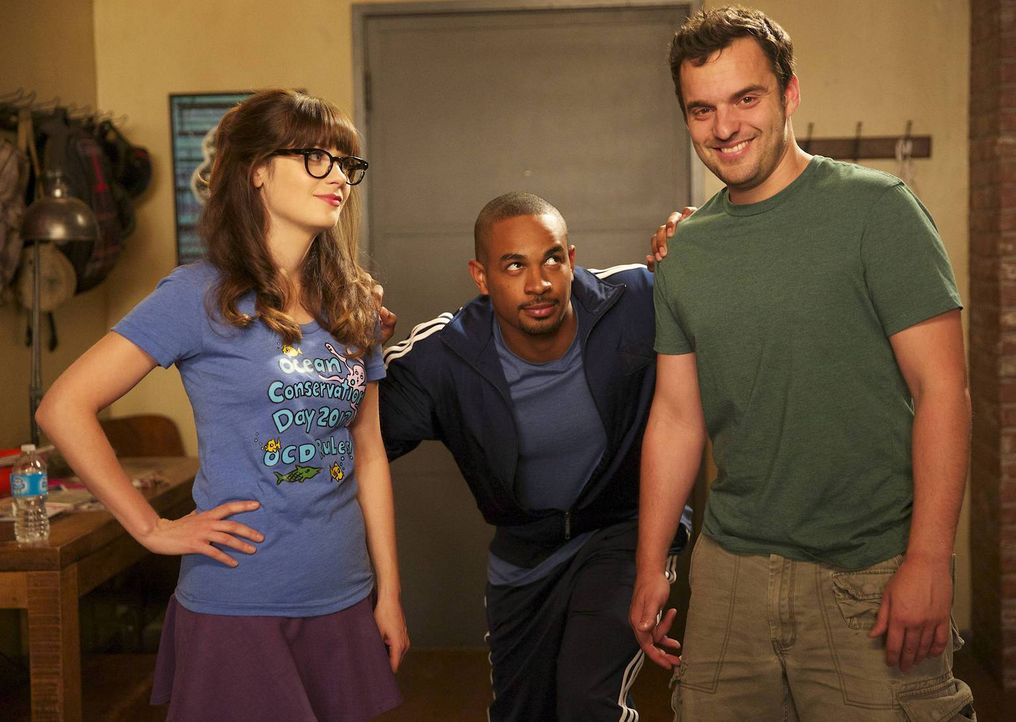 Nicht nur Coach (Damon Wayans Jr., M.) macht sich Sorgen um Nicks (Jake M. Johnson, r.) Gesundheit. Auch Jess (Zooey Deschanel, l.) ist der Meinung,... - Bildquelle: TM &   2013 Fox and its related entities. All rights reserved.