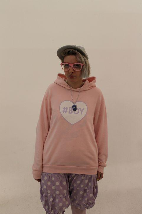 Phoenix ist ein riesiger Fan der japanischen Fairy Kei Szene und trägt nur Pastelltöne. Nun möchte das Styling-Team ihr dazu verhelfen, ihren Look e... - Bildquelle: Licensed by Fremantle Media Enterprises Ltd.