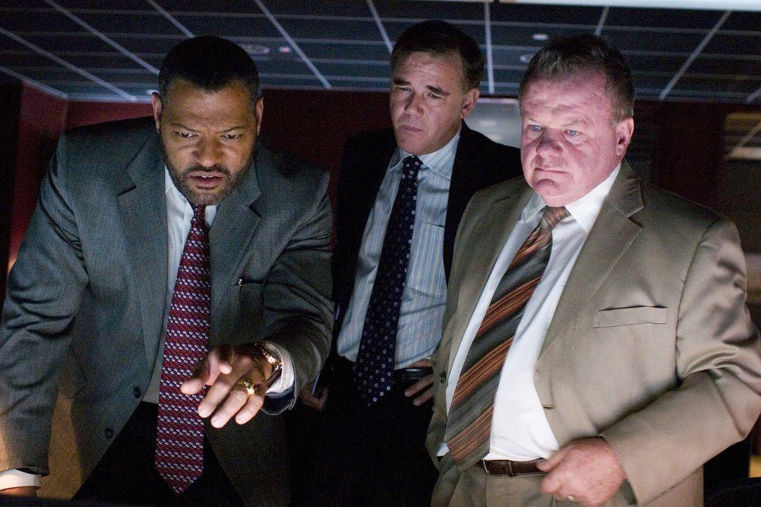 Erst spät merken Sicherheitsmann Cole Williams (Laurence Fishburne, l.) und Terry (Jack McGee, r.), dass da irgendetwas passiert, was nicht sein so... - Bildquelle: CPT Holdings, Inc. All Rights Reserved.