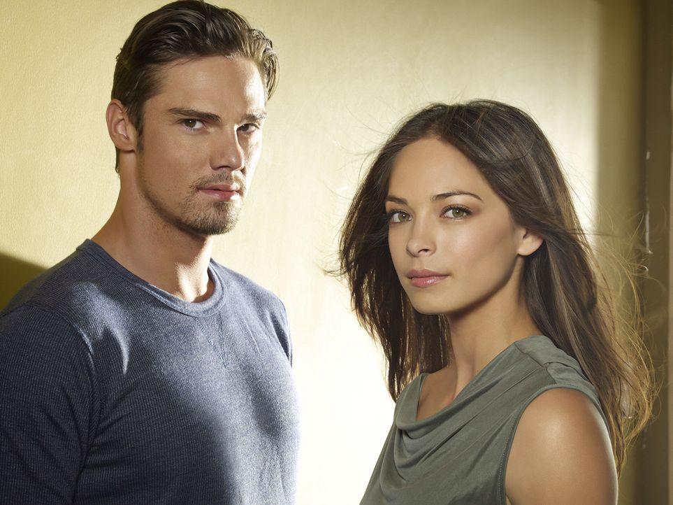 """(2. Staffel) - Fühlen sich zueinander hingezogen, wissen aber, dass eine Verbindung zwischen ihnen extrem gefährlich werden könnte: Catherine """"Cat""""... - Bildquelle: 2013 The CW Network, LLC. All rights reserved."""