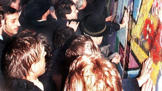 mauerfall-1989-12-22_dpa.jpg