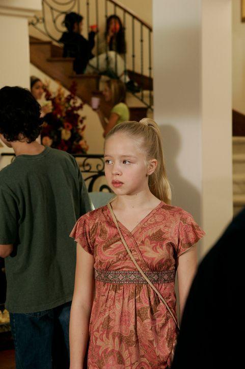 Ariel Dubois (Sofia Vassilieva) findet einen Jungen aus der 8. Klasse sehr sympathisch. Ihre Eltern haben ihr zwar verboten, auf seine Party zu gehe... - Bildquelle: Paramount Network Television