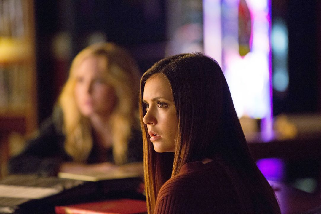 Elena Gilbert und Caroline Forbes - Bildquelle: Warner Bros. Entertainment Inc.