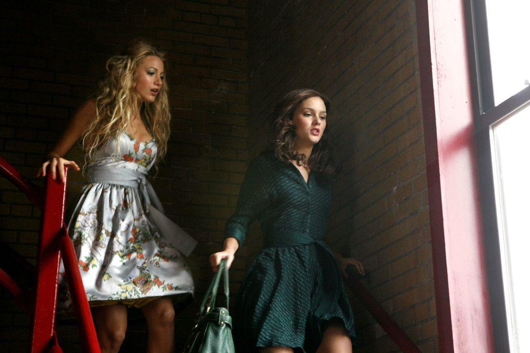 Der Zickenkrieg ist momentan beendet: Serena (Blake Lively, l.) und Blair (Leighton Meester, r.) genießen den neugewonnenen Frieden. Der währt jedoc... - Bildquelle: Warner Brothers