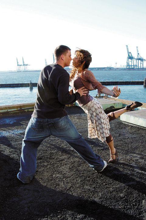 Ohne Fleiß kein Preis: Schon bald erkennen Tyler (Channing Tatum, l.) und Nora (Jenna Dewan, r.), dass sie ihre unterschiedlichen Tanzstile zu einer... - Bildquelle: Constantin Film