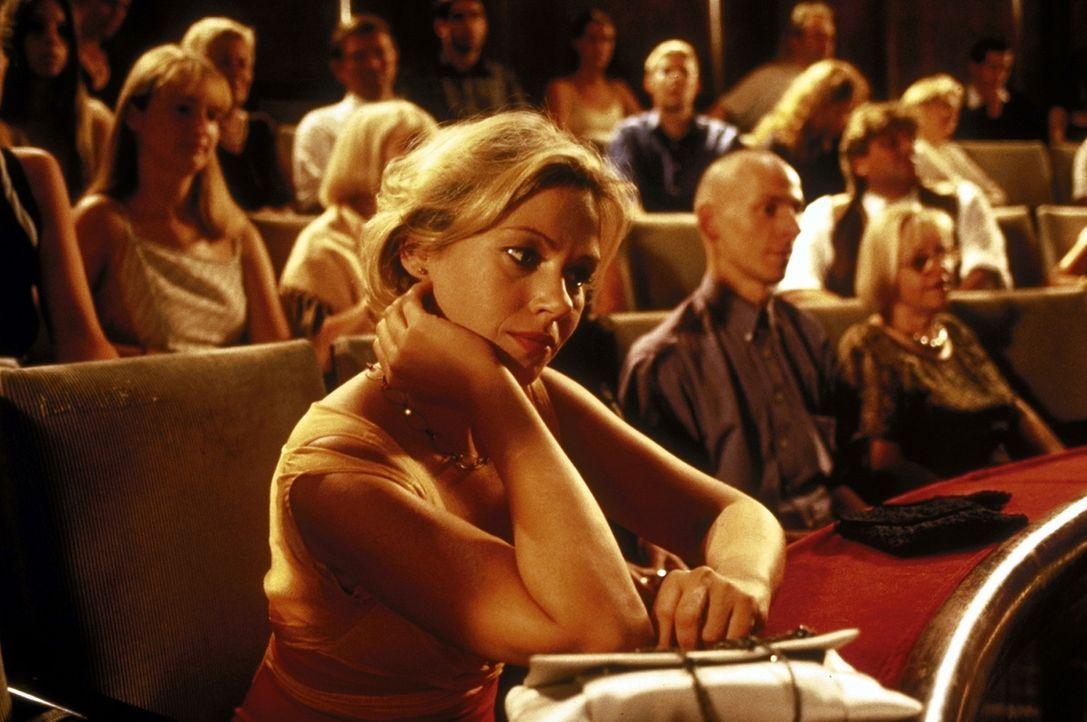 Doppeltes Spiel: Marie (Jennifer Nitsch) kann und will sich nicht von ihren zwei Liebhabern trennen ... - Bildquelle: ProSieben