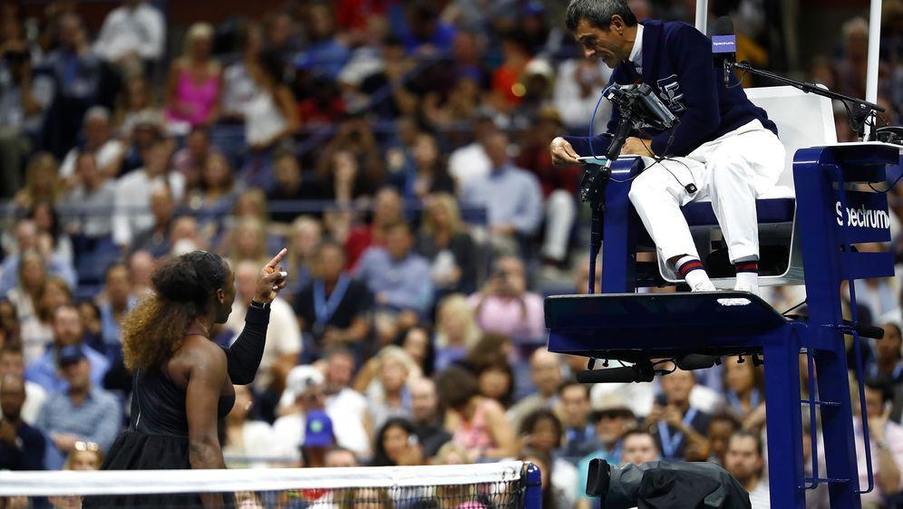 Serena Williams im Streit mit Schiedsrichter Carlos Ramos - Bildquelle: 2018 Getty Images