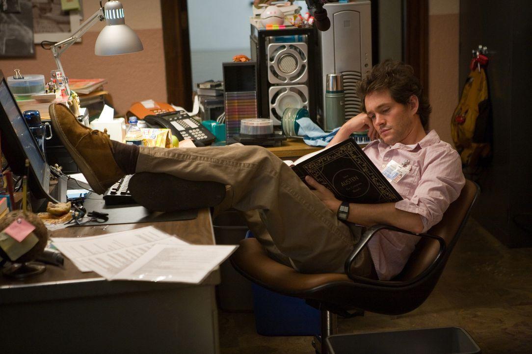 Der einzige Mann in der Runde: Sci-Fi-Fan Grigg (Hugh Dancy) hat bisher noch keinen Austen-Roman gelesen. Er tritt dem Club nur bei, um Jocelyn nähe... - Bildquelle: 2007 Sony Pictures Classics Inc. All Rights Reserved.