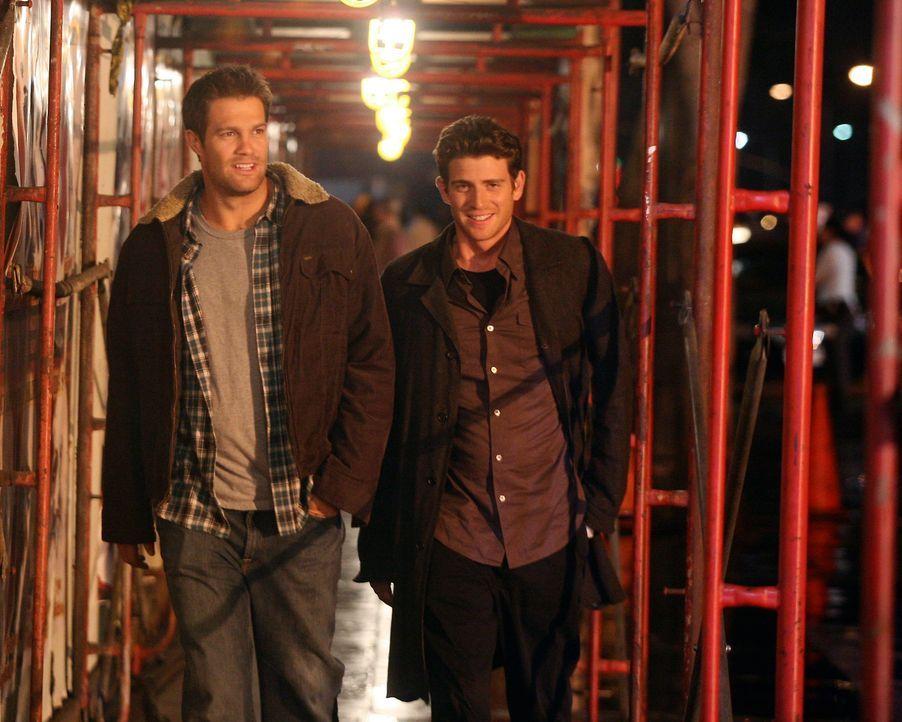Auf dem Weg zu einem Nachtclub in New York City, in welchem sie Owen treffen wollen: Nick (Bryan Greenberg, r.) und Eddie (Geoff Stults, l.) ... - Bildquelle: ABC Studios