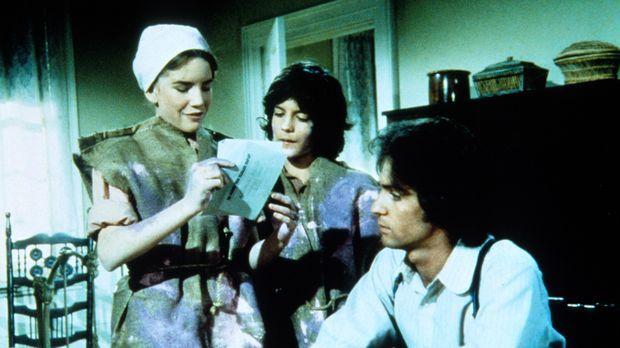 Laura (Melissa Gilbert, l.) und Albert (Matthew Laborteaux, M.) lesen Adam (L...