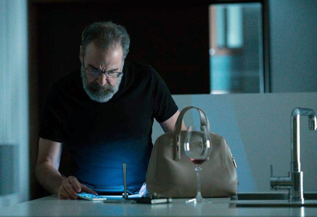 Nachdem Carrie Saul (Mandy Patinkin) davon überzeugt hat, dass Allison eine Verräterin ist, starten die CIA und der BND eine gemeinsame Operation, u... - Bildquelle: Stephan Rabold 2015 Showtime Networks, Inc., a CBS Company. All rights reserved.