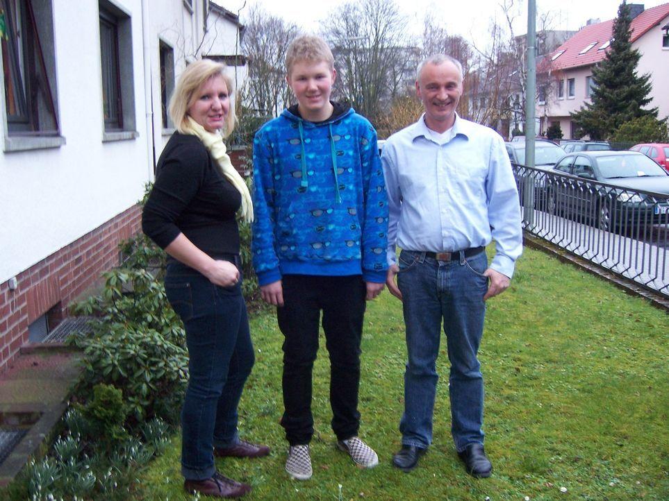Starten ein neues Leben in Dänemark: Peter (r.), Elke (l.) und Sven Rudolff (M.) ... - Bildquelle: kabel eins