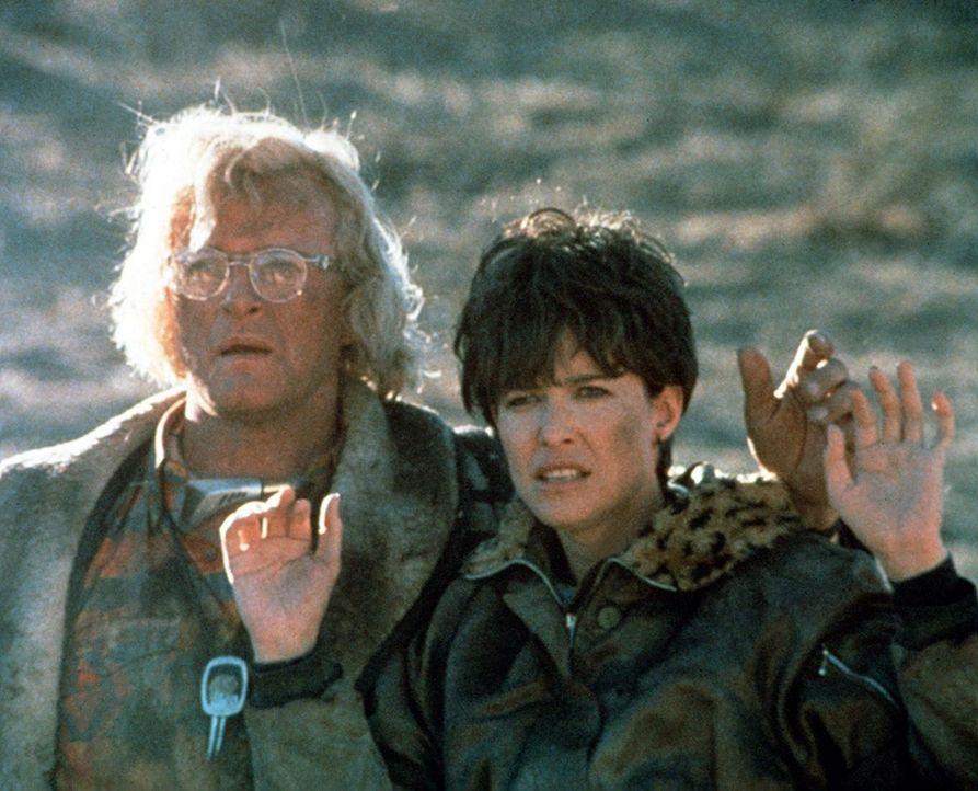 Ist das Spiel aus? Müssen Frank (Rutger Hauer, l.) und Tracy (Mimi Rogers, r.) zurück in den Knast, oder gelingt ihnen erneut die Flucht? - Bildquelle: Home Box Office (HBO)