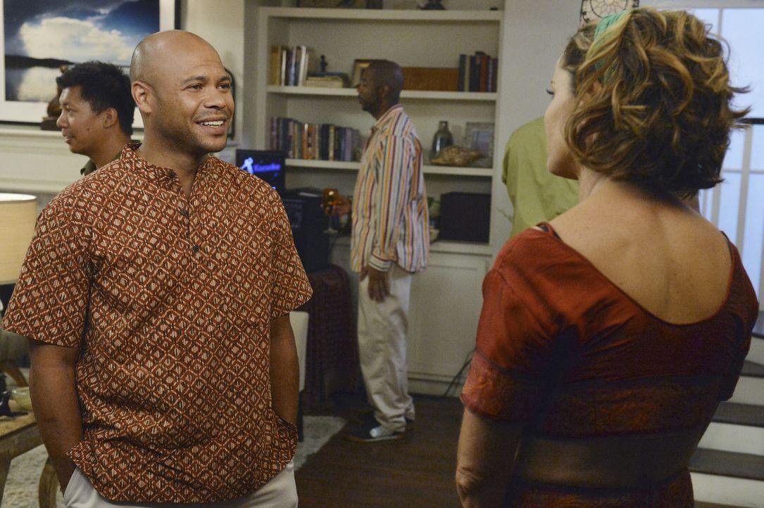 Um Petes Wunsch zu erfüllen, organisiert Violet (Amy Brenneman, r.) anstatt einer Trauerfeier eine Party ihr ihn ... - Bildquelle: ABC Studios