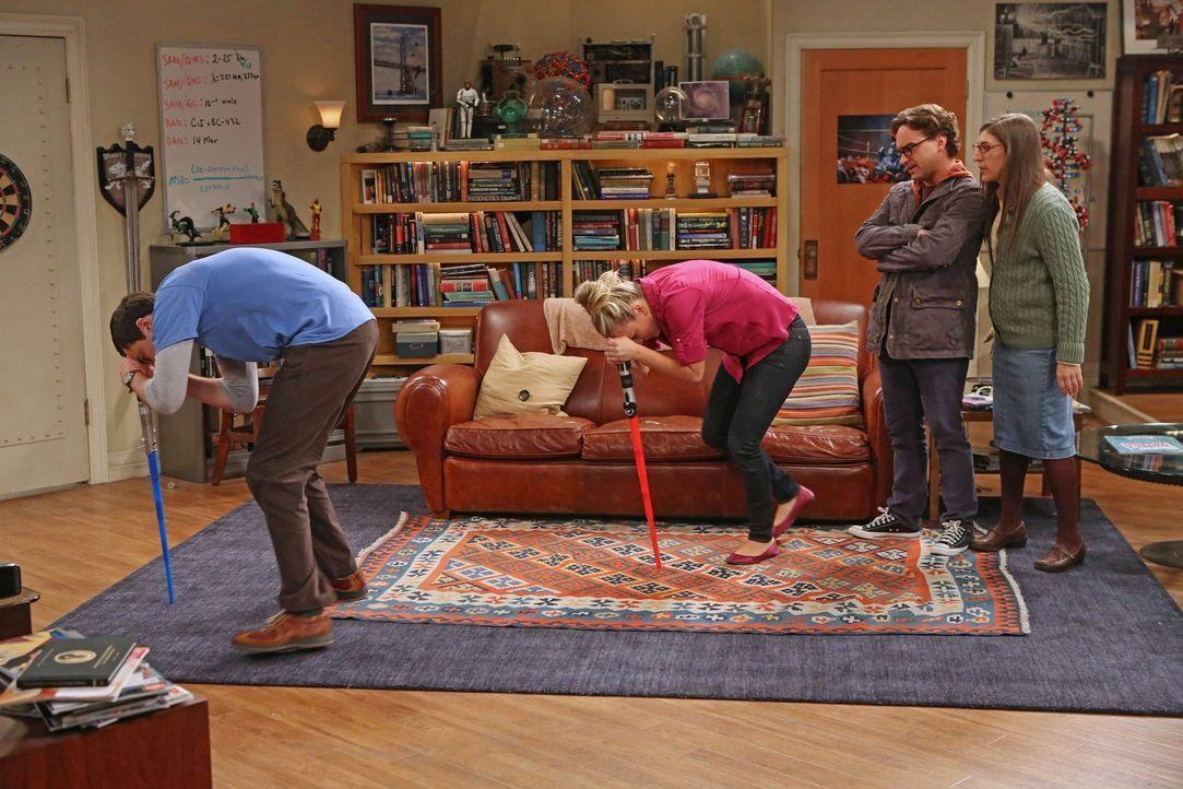 Eine seltsame Truppe: Amy (Mayim Bialik, r.), Leonard (Johnny Galecki, 2.v.r.), Penny (Kaley Cuoco, 2.v.l.) und Sheldon (Jim Parsons, l.) ... - Bildquelle: Warner Bros. Television