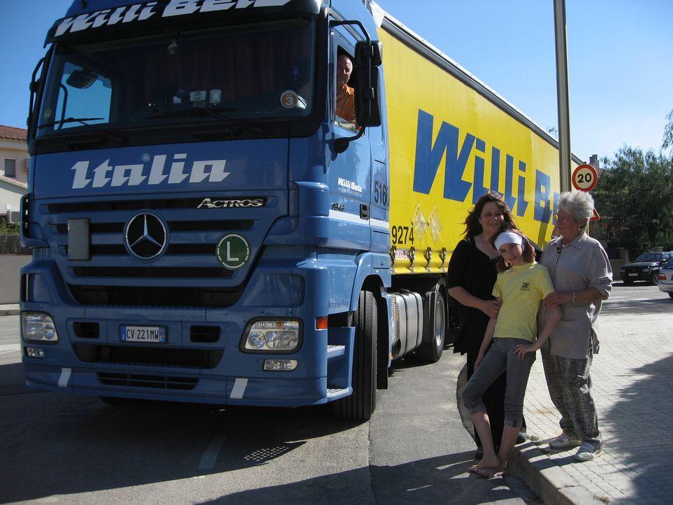 Vor gut einem halben Jahr ist Uschi mit ihrer Tochter Carina und ihrer Mutter Fillipina nach Spanien ausgewandert. - Bildquelle: kabel eins