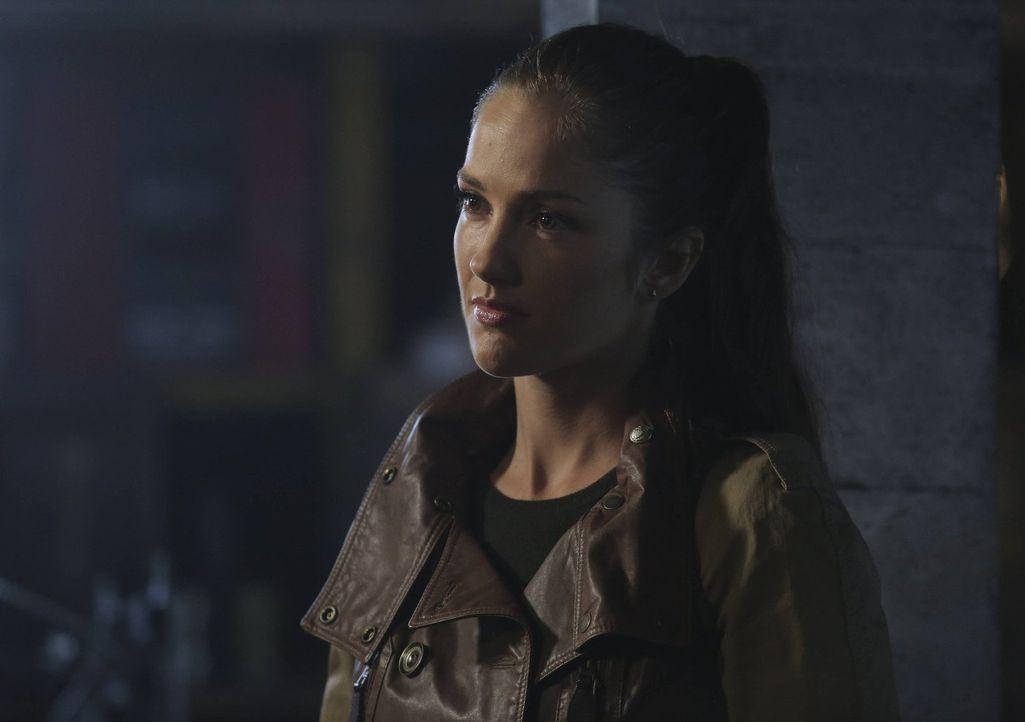Während Dorian und John versuchen, ein unschuldiges Opfer zu retten, muss Valerie (Minka Kelly) aus der Ferne, so gut es geht, helfen ... - Bildquelle: Warner Bros. Television