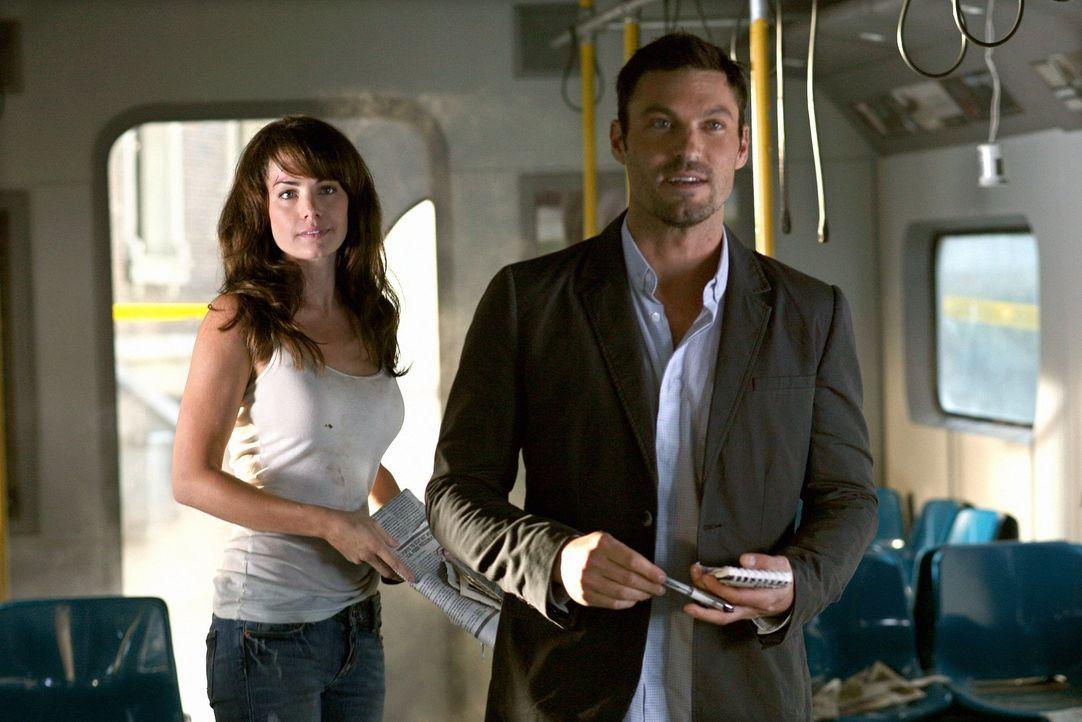 Wird Lois' (Erica Durance, l.) Reporterkollege John (Brian Austin Green, r.) zu einem Konkurrenten von Clark? - Bildquelle: Warner Bros.