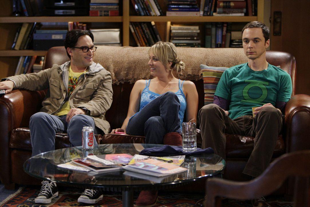 Als Leonard (Johnny Galecki, l.) Sheldon (Jim Parsons, r.) bittet, netter zu Penny (Kaley Cuoco, M.) zu sein, beschließt dieser, Penny wie einen Hu... - Bildquelle: Warner Bros. Television
