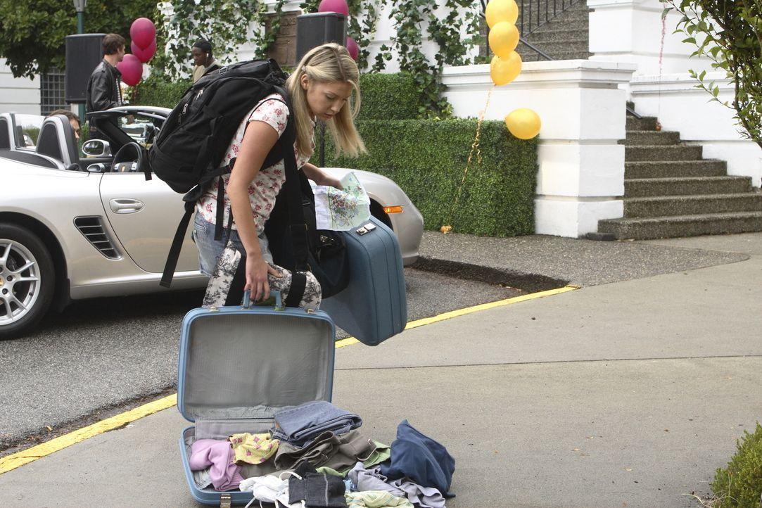 Nach dem Unfalltod ihrer Eltern will Daisy (Miriam McDonald) ihrem Heimatstädtchen entfliehen und schreibt sich an der renommierten Neuen Universitä... - Bildquelle: 2008   Warner Brothers