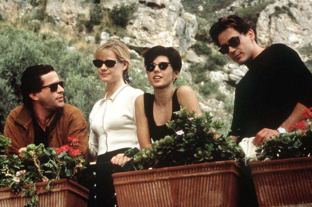 Faith (Marisa Tomei, 2.v.r.) reist mit ihrer Freundin Kate (Bonnie Hunt, 2.v.l.) nach Italien. Dort treffen sie Giovanni (Joaquim de Almeida, l.) un... - Bildquelle: Columbia TriStar