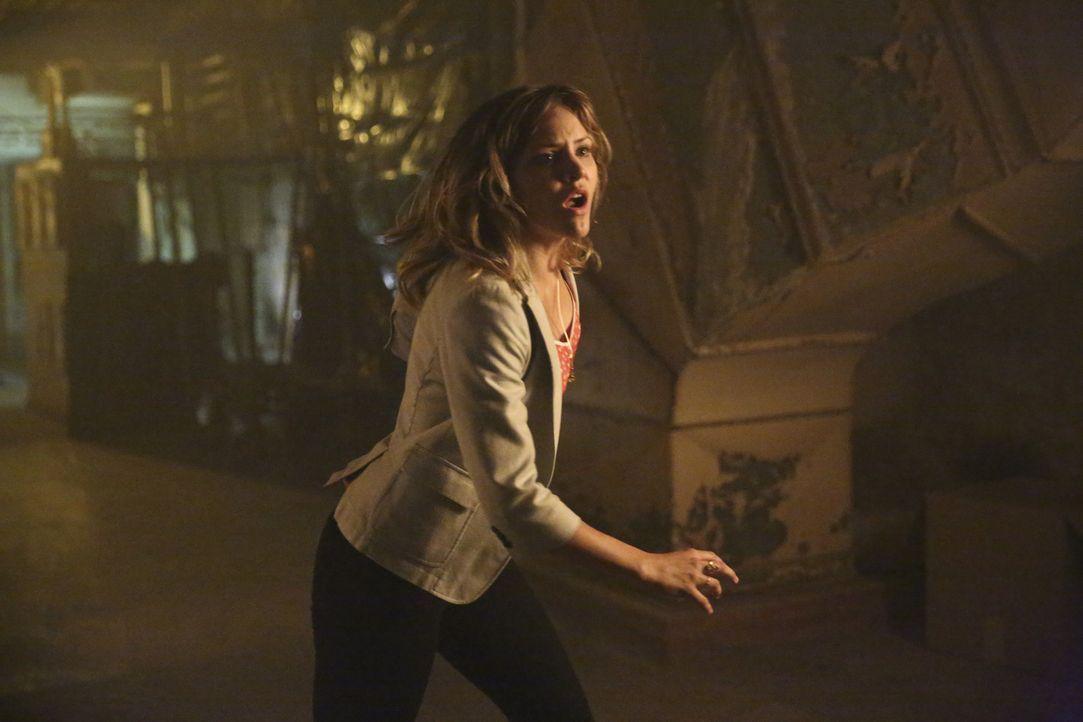 Als Paige (Katharine McPhee) erfährt, wer der seltsame Unbekannte ist, ahnt sie nicht, wie gut er wirklich ist  ... - Bildquelle: Adam Taylor 2014 CBS Broadcasting, Inc. All Rights Reserved