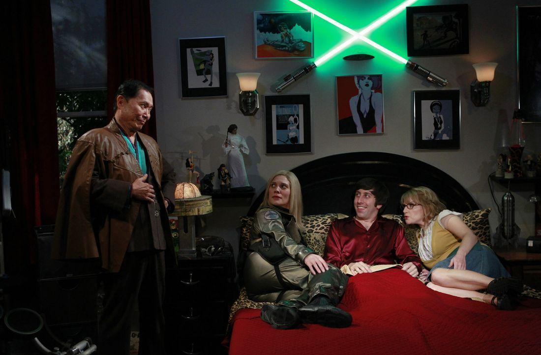 Als Howard (Simon Helberg, 2.v.r.) sich seinen abendlichen Fantasien mit Katee Sackhoff (Katee Sackhoff, 2.v.l.) hingeben will, durchkreuzt zunächst... - Bildquelle: Warner Bros. Television
