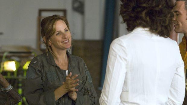 Bette (Jennifer Beals, r.) lernt die taube Bildhauerin Jodi (Marlee Matlin, l...