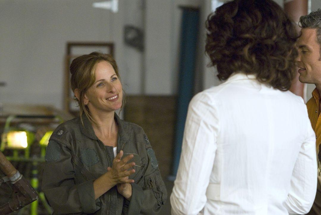 Bette (Jennifer Beals, r.) lernt die taube Bildhauerin Jodi (Marlee Matlin, l.) kennen, die als Residenzkünstlerin ein Jahr an der Uni verbringt ... - Bildquelle: Metro-Goldwyn-Mayer Studios Inc. All Rights Reserved.