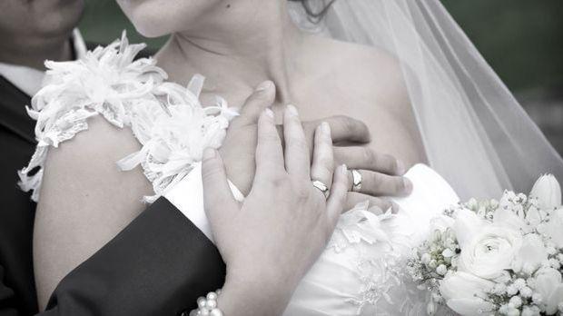 Brautpaar-Hochzeit-Ringe-pixabay